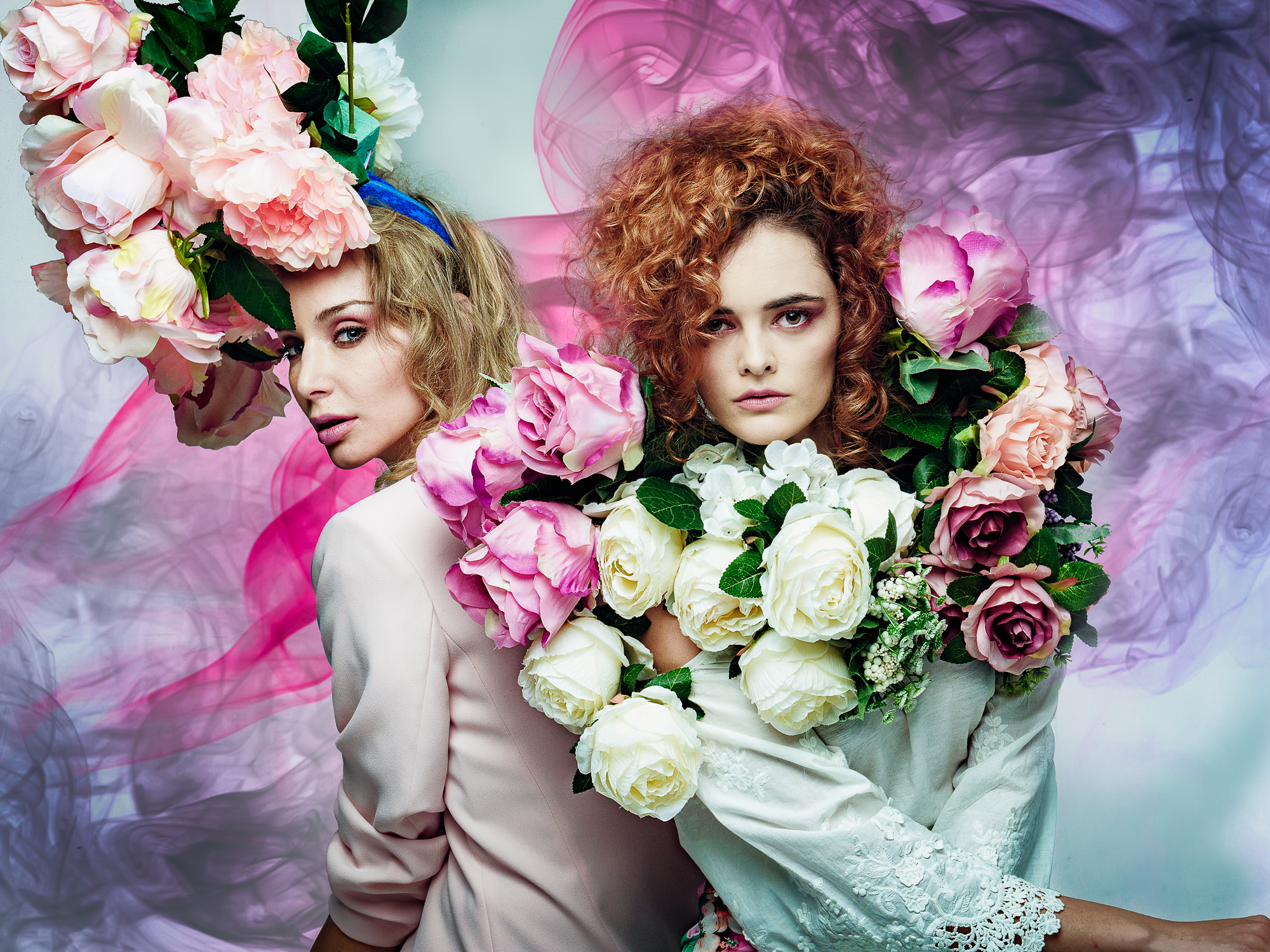 IZABELLA STANCICU and LANA SHOK en Floral Power